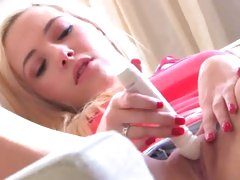 Sizzling Sophia Knight vibes her juicy eager vag