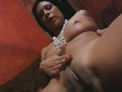 Cassandra Cruz love to expose her shave cunt
