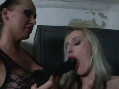 Mandy Bright let a hot chick suck a black dildo