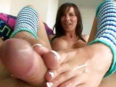 Karina OReilley do cock rubbing with her feet