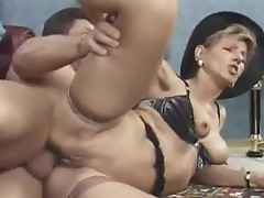 Horny MILF Takes Impressive Anal Gaping