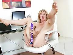 Hawt milf Kate Kastle intensive toy orgasm