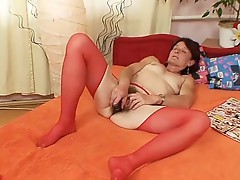 Ugly granny Matylda expand and toys hairy pussy