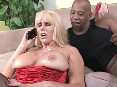 SAMantha Silver cougar receive a love drops from a hot guy