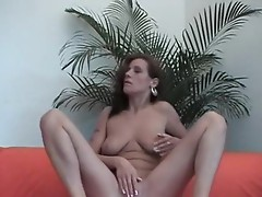 Beauty sweetheart Masturbating on the sofa!