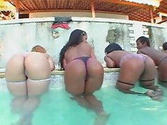Bunch of assful girls in the pool