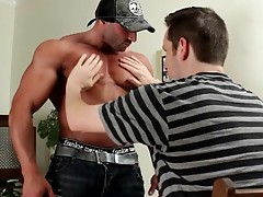 Muscled stud gets his amazing penis sucked