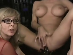 Juicy Jessica Jaymes gets a love button Jack offing lesson from a Horny Milf slut