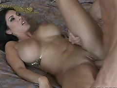 Veronica Rayne deepthroats large dick