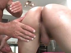 Free oiled porno fucking videos