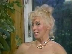 Lynn Armitage - Talking and Playing with her cunt