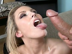 Peter North gets the best head and pussy from the bitch Kiara Dinae