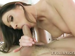 India Summers wraps her moist lips round this hard dick