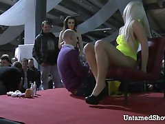 Horny blonde dildos her pussy at the sex show