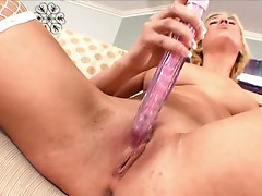 Victoria White plunges sexy toys in to her twat and vibrates her pink bean