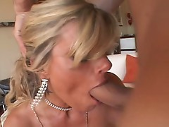 Krystal Summers takes advantage from her round boobs and takes cock in mouth