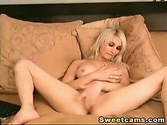 Gorgeous Blonde Fiddles her Clit HD