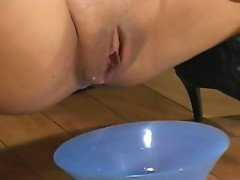 Jasmine Byrne squeezes her creampie into a bowl