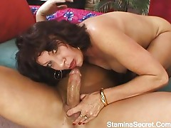 Mature babe screwed in her hairy pussy