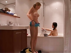 2 young lesbians in the bath