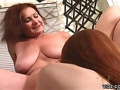 Mature mama loves to hit on young girls