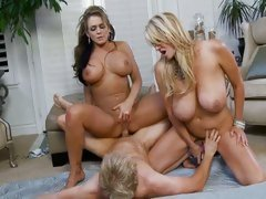 Nikki Sexxx joins Kelly Madison for a fuck session