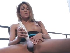 Raunchy Cindy Hope teases her twat with a vibrator