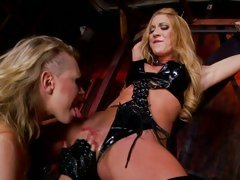 Rampant Kagney Karter licks out Amy Brooke's wet slit