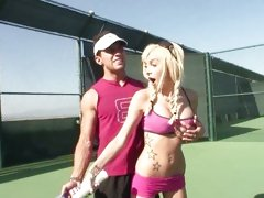 Fit babe Morgan Layne gets a tip from her coach