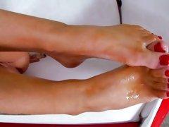 Rampant Jenna Presley gets her toes glazed in man goo