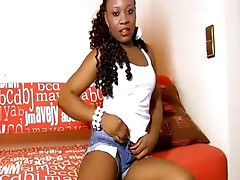 Hot Ebony Babe Shows her Naked Body on cam