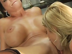 Samantha ryan and deauxma eating pussy