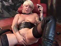 Mature German in boots toys her cunt