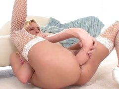 Rampant Victoria White stretches her gash out