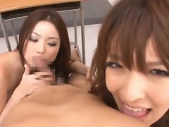 An Mashiro And Risa Kasumi sucking lucky guy
