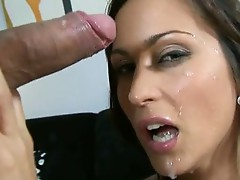 Lusty Beautiful Simon Peach acquires the Most good reward she acquires after a hawt fuck