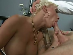 Scoprching sexy MomMa Holly Halston enjoys sucking a Lucky Man's long meatpole