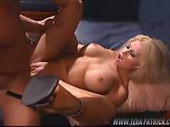 Hot slutty blonde babe pussy pumping action