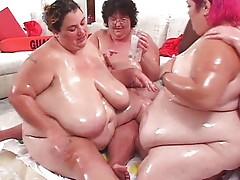 Fat chicks play twister