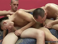 Sexy gay dudes threesome gang banging and cum swapping session