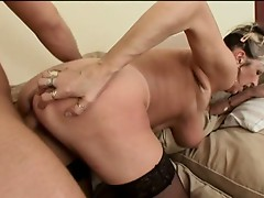 Mature granny babe that loves pumping sweet dick