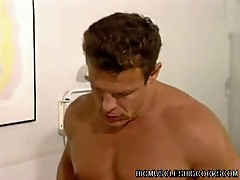 Bodybuilder loves pumping big dick asshole