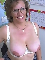 Busty Curvy Momma Smiling Milf Titty