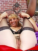 Busty Curvy Momma Smiling Milf Titty