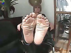 wiggle toes comp