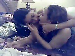 Arab lesbain