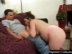 Pregnant mom likes her husband