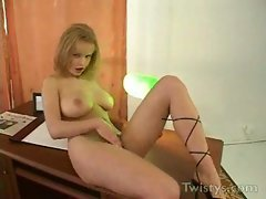 Peach naked in office