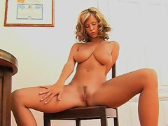 Raylene Richards loves to rub her pussy with her fingers and cum