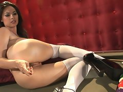Tera Patrick poses her smoldering and frothing pussy in front of the camera